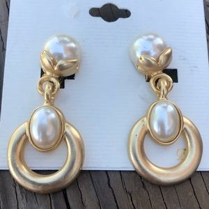 Vintage Gold and Pearl Dangle Clip On Earring